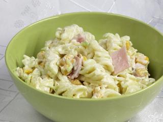 Těstovinový salát se sýrem
