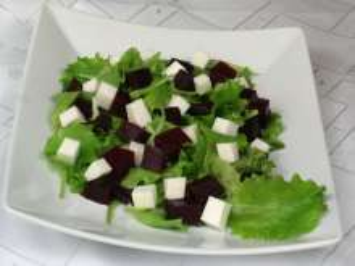 Řepný salát s kozím sýrem