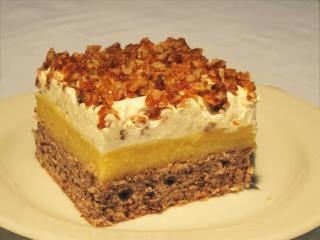 Pomerančový zákusek s ořechy v karamelu
