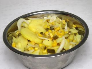 Bramborový salát s kukuřicí bez majonézy