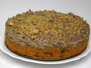 Nepečený mrkvový dort s banánovým krémem