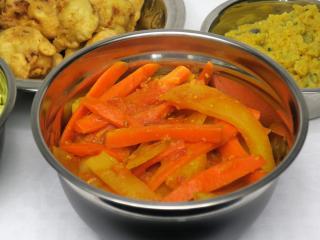 Mrkvovo-bramborové sabdží v rajčatové omáčce