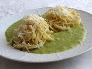 Špagety s brokolicovou omáčkou