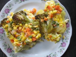 Zapečená zelenina na bramborách