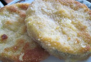 Smažená cuketa se salámem a sýrem