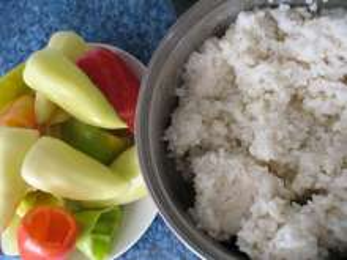 Příprava rýže a paprik