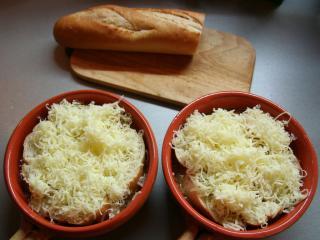 Zapečení s bagetou a sýrem