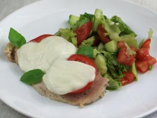 Kuřecí prsa s rajčaty a mozzarellou