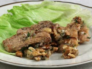 Vepřové maso s medem a vlašskými ořechy