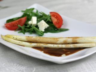 Chřest s balzamikovo-máslovou omáčkou
