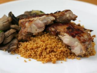 Grilovaná kuřecí stehna v pivní marinádě