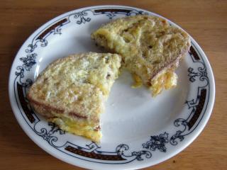 Chléb v sýrovém vejci