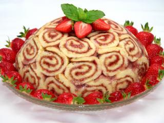Jahodový dort z rolády