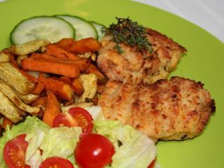 Actifry kuřecí řízky v sýrovém obalu s pikantními hranolkami