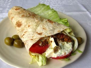 Řecký kuřecí wrap