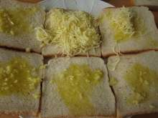 Česnekový chléb se sýrem