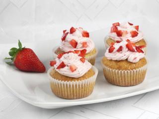 Jahodové cupcakes s mascarpone krémem