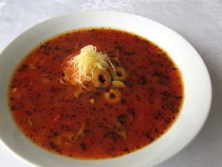 Provensálská rajčatová polévka s olivami