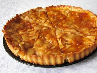 Tradiční francouzský jablečný koláč