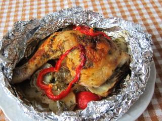 Plněná kuřecí stehna v alobalu