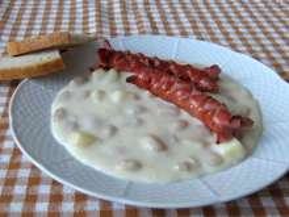 Bílá fazolová omáčka s párkem