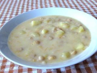 Bramborovo-cizrnová sladkokyselá polévka