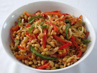 Sójový salát se zeleninou