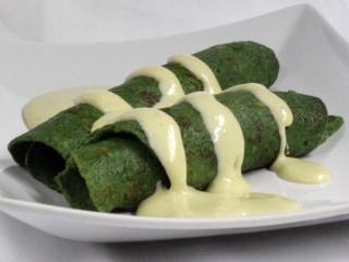 Špenátové palačinky se sýrovou omáčkou