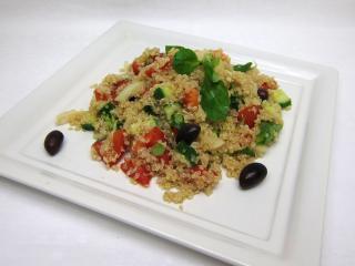Quinoa salát s čerstvou zeleninou