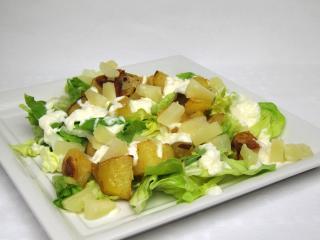 Císařský salát s pečenými bramborami