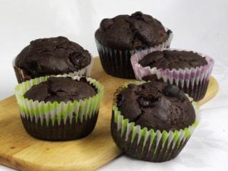 Muffiny s hroznovým vínem a švestkami