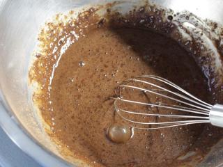 Příprava kakaového palačinkového těsta