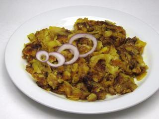 Smažené kořeněné brambory s cibulí