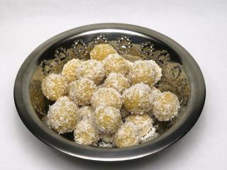 Vařené cizrnové kuličky s kokosem