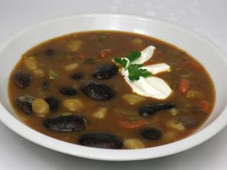 Tmavá fazolová polévka