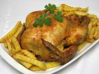 Paprikové pečené kuře s hranolky