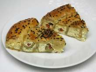 Sýrový slaný koláč s olivami
