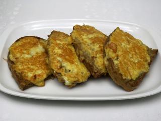 Sýrový chléb ve vajíčku s česnekem