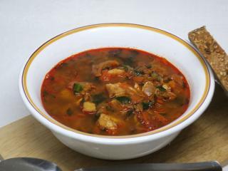 Rybí polévka s medvědím česnekem