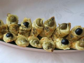 Sýrové kornoutky s olivami