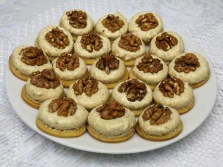 Myslivecké ořechové knoflíky
