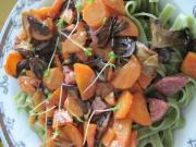 Špenátové tagliatelle se salámem a houbami