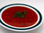 Rajčatová polévka s mladou cibulkou