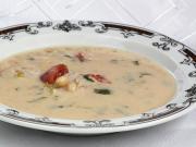 Fazolová polévka s rajčaty a masem