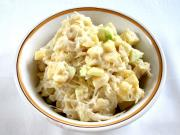 Majonézový salát z kysaného zelí s ovocem