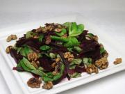Polníčkový salát s červenou řepou a ořechy