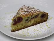 Medovo-jablečný koláč s višněmi